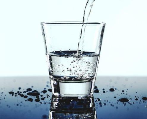 κατανάλωση νερού κατά το γεύμα
